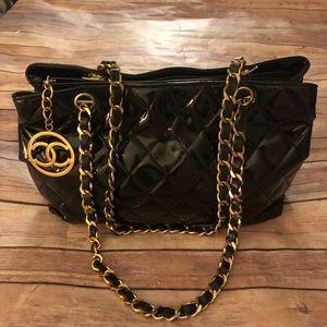 Auth,Chanel black patent leather w/Cc charm bag